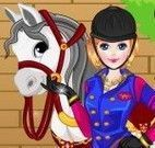 Menina e cavalo vestir roupas
