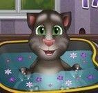 Tom bebê na banheira