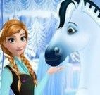 Anna Frozen cuidar do cavalo