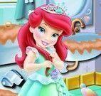 Ariel bebê limpar banheiro
