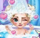 Banho de banheira bebê Elsa