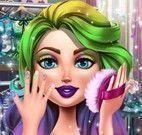 Menina vaidosa maquiar e vestir