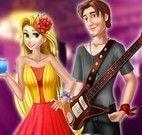 Rapunzel e namorado no show da escola
