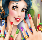 Branca de Neve na manicure