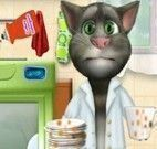 Tom lavar louças