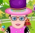 Vestir bebê no parquinho