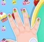 Pintar unhas da Barbie bebê