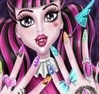 Draculaura manicure