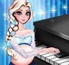 Elsa tocar piano