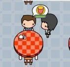 Servir pizza no restaurante