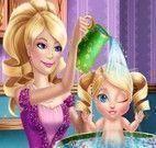 Bebê na banheira da Barbie