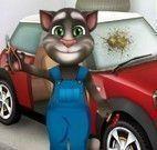 Tom na oficina de carros
