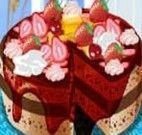 Decorar bolo de chocolate com morango