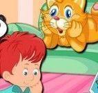Brincar com o gato e o menino