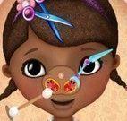 Cuidar do nariz da Doutora Brinquedos