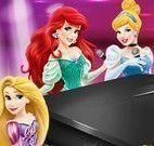 Princesas da Disney tocar piano