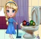 Elsa limpeza do banheiro
