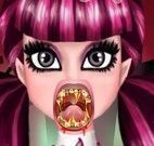 Draculaura cuidar dos dentes estragados