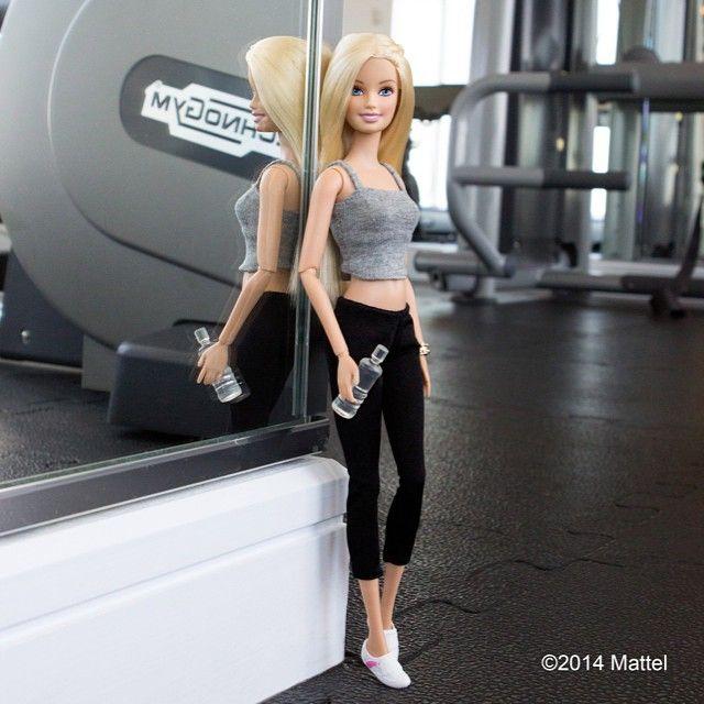 Barbie vira blogueira de moda